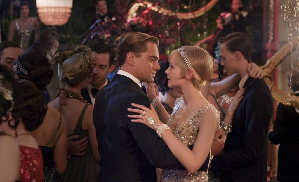 f0418e43a1be A writer and wall street trader, Nick, finds himself drawn to the past and  lifestyle of his millionaire neighbour,Jay Gatsby. Starring our very own  Jason ...